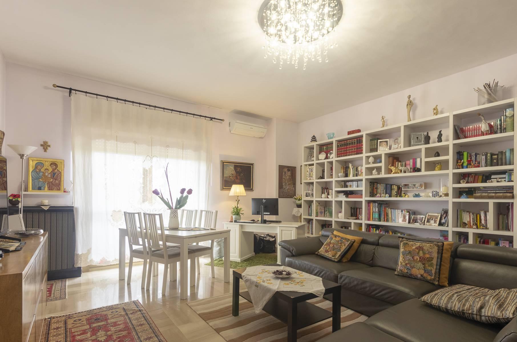 Appartamento in vendita a Roma, 3 locali, zona Località: Cinecitt?, prezzo € 279.000 | CambioCasa.it