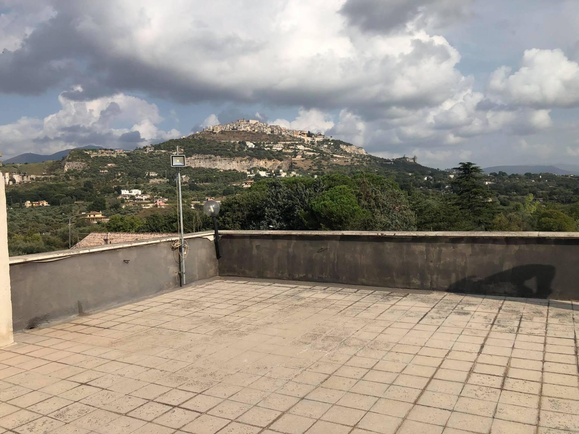 Appartamento in vendita a Sant'Angelo Romano, 7 locali, zona Località: PontedelleTavole, prezzo € 99.000 | CambioCasa.it