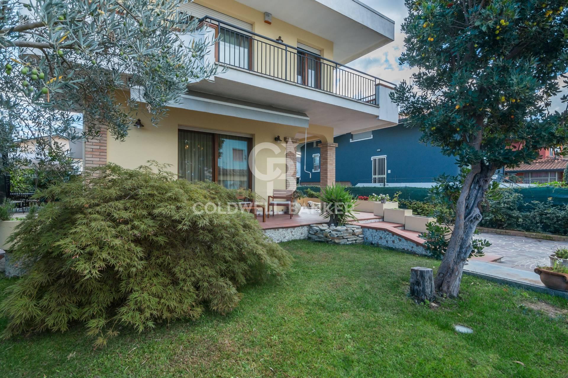 Villa in vendita a Bellaria Igea Marina, 9 locali, zona Zona: Bellaria, prezzo € 550.000 | CambioCasa.it