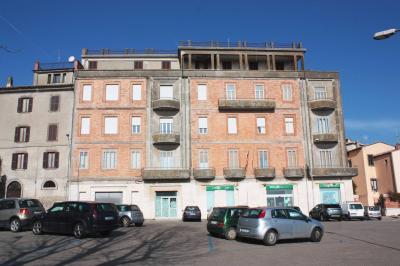 Stabile / Palazzo in Vendita a Montefiascone