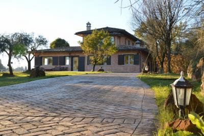 Villa for Sale to Roma