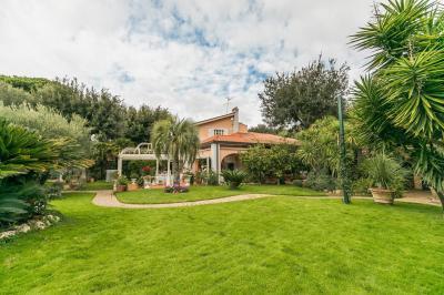 Villa for Sale to Fiumicino