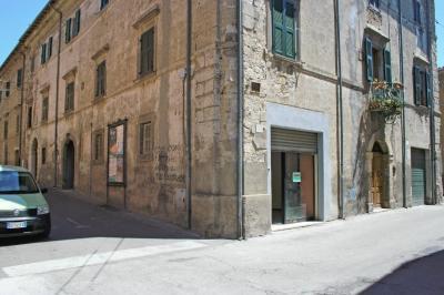Locale commerciale in Vendita a Tarquinia