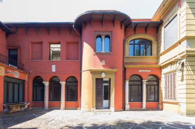 Building for Sale to Roma