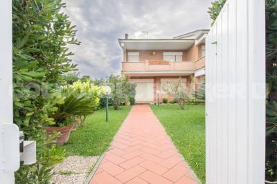 Villa bifamiliare in Vendita a Pomezia