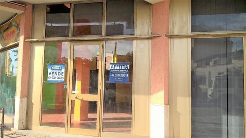 Locale commerciale in Affitto a La Maddalena