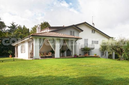 Villa in Vendita a Monterosi