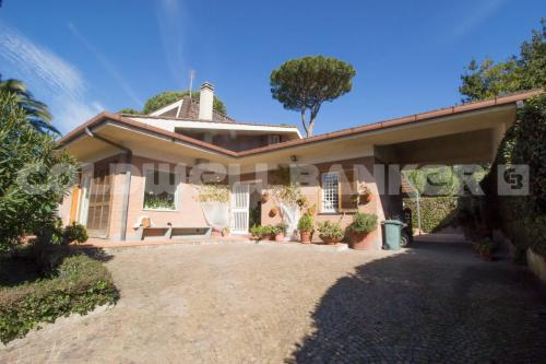 Portion of villa for Sale to Roma