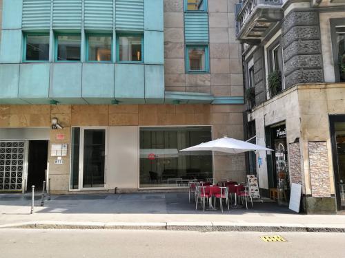 Vai alla scheda: Negozio Vendita - Milano (MI) - MLS CBI084-1015-Negozio + uffici via Cavallotti
