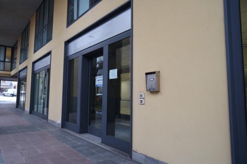 Negozio in Affitto a Alzano Lombardo