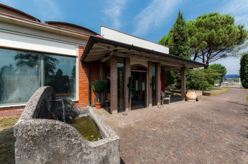 Locale commerciale in Vendita a Calcinate