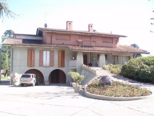 Villa in Vendita a Bonate Sotto