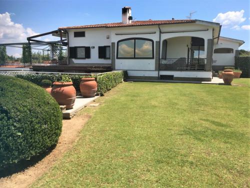 Villa bifamiliare in Vendita a Montalto di Castro