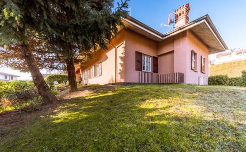 Villa bifamiliare in Vendita a Ranica