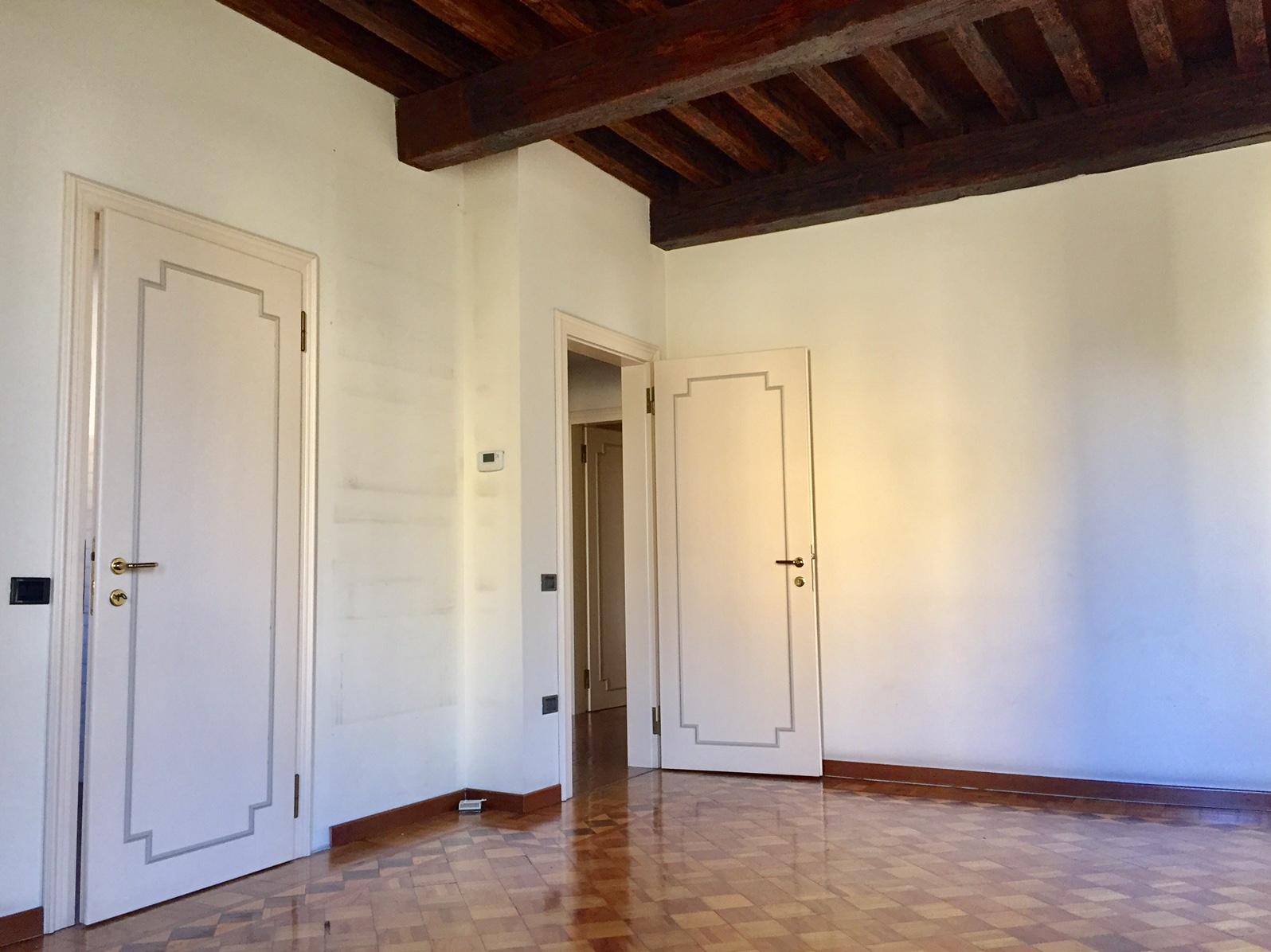 Appartamento in affitto a Treviso, 7 locali, zona Località: Centrostorico, prezzo € 1.350 | CambioCasa.it