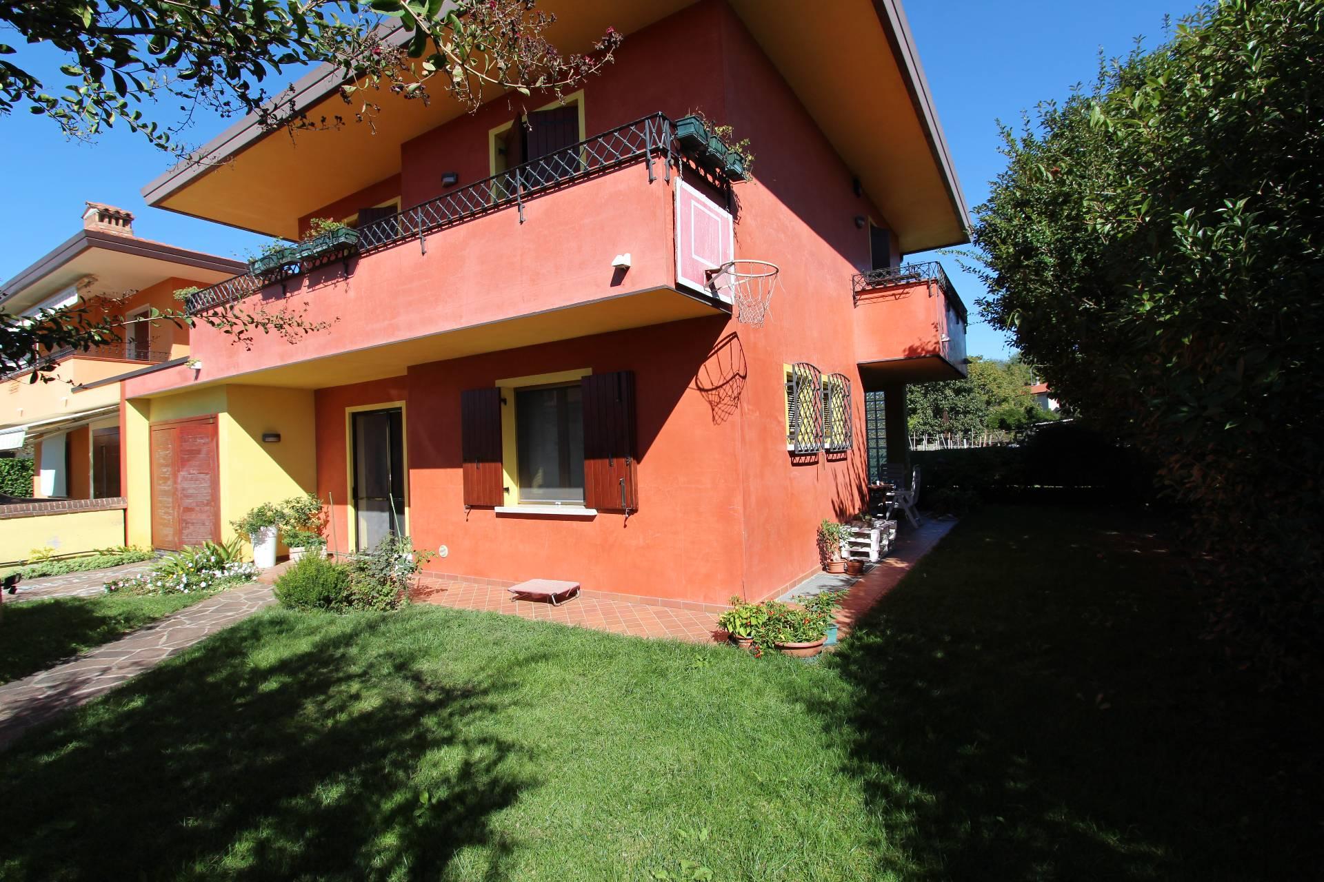 Villa Bifamiliare in Vendita a Paese - Cod. I/EB032
