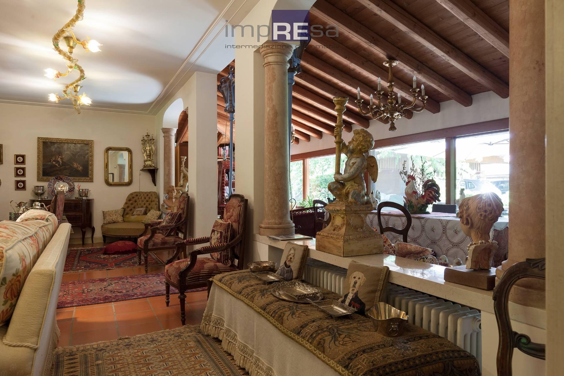 Villa in vendita a Salgareda, 8 locali, prezzo € 570.000 | CambioCasa.it
