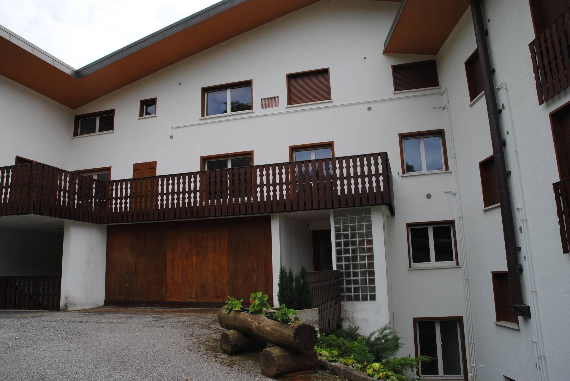Case e appartamenti in vendita a paularo for Subito fvg arredamento