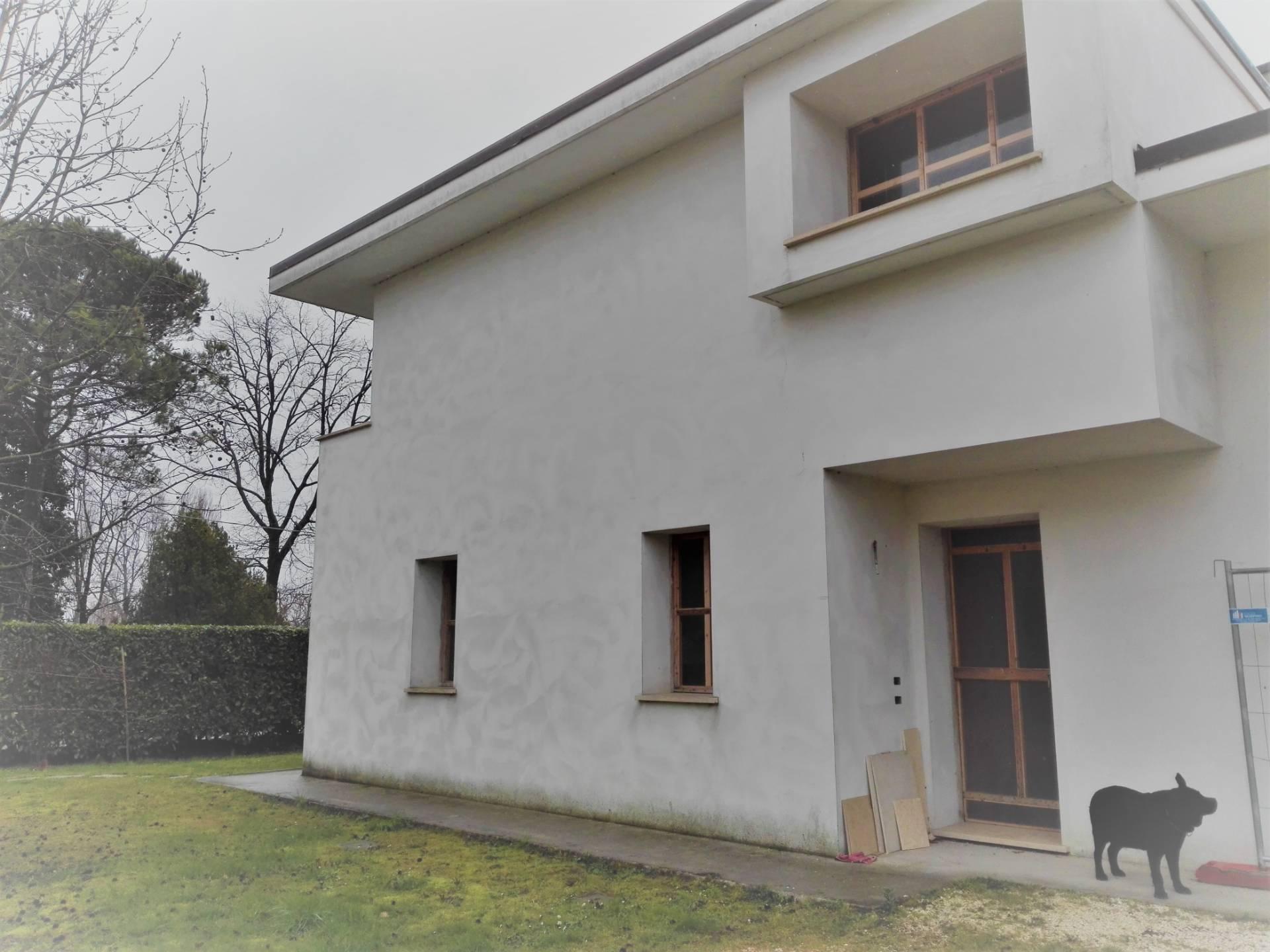 Villa Bifamiliare in vendita a Zero Branco, 7 locali, prezzo € 210.000 | CambioCasa.it