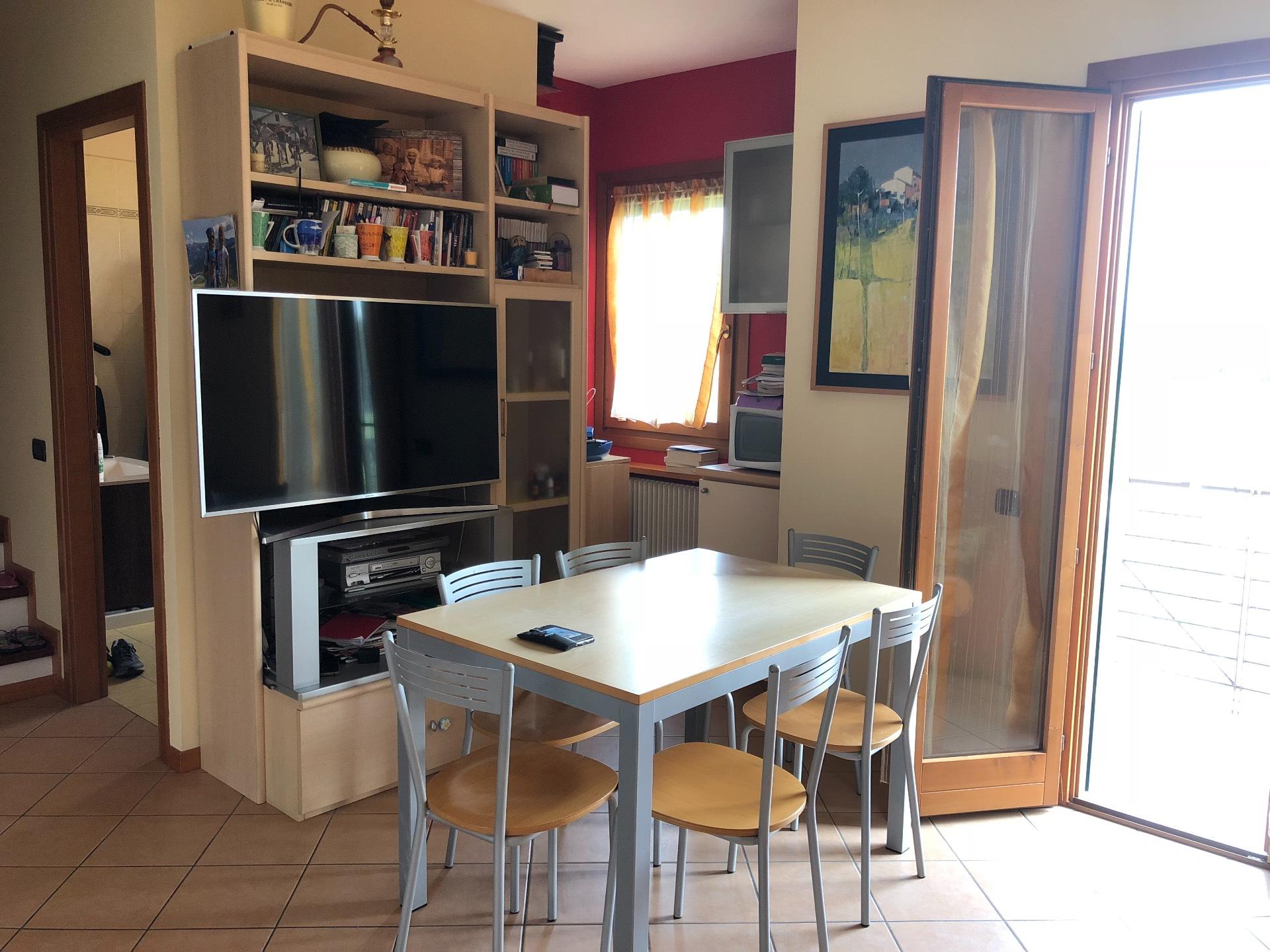 Appartamento in vendita a Giavera del Montello, 5 locali, zona Zona: Cusignana, prezzo € 109.000 | CambioCasa.it