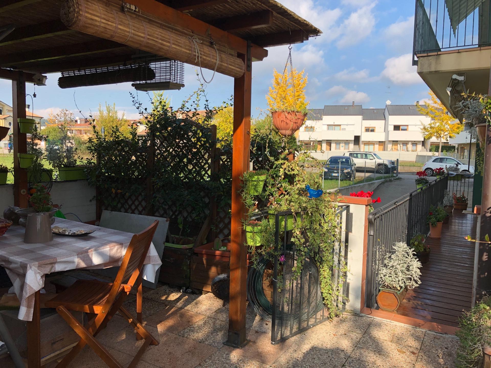 Appartamento in vendita a Giavera del Montello, 4 locali, zona Zona: Cusignana, prezzo € 115.000 | CambioCasa.it
