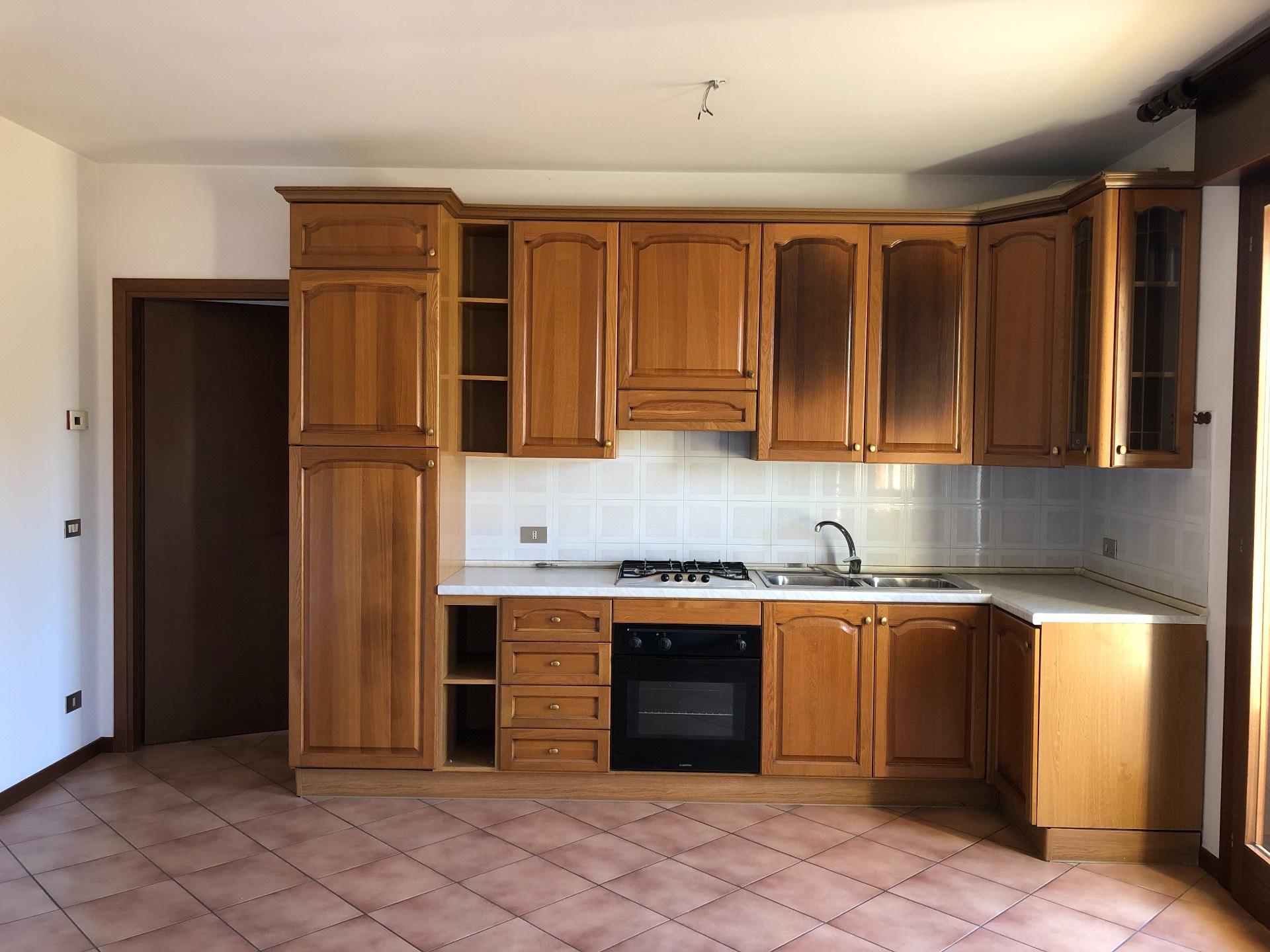 Appartamento in vendita a Giavera del Montello, 4 locali, zona Zona: Cusignana, prezzo € 82.000 | CambioCasa.it