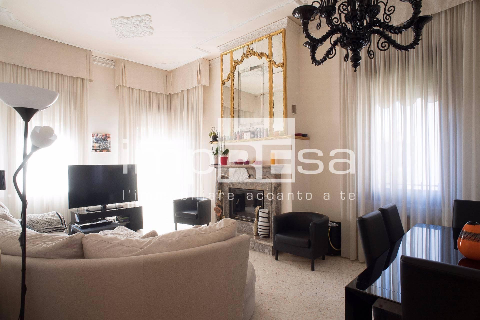 Appartamento in vendita a Venezia, 8 locali, zona Località: LidodiVeneziacentro, prezzo € 1.050.000 | PortaleAgenzieImmobiliari.it