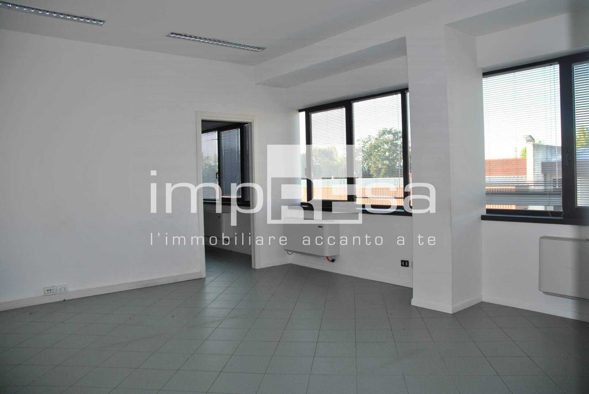 Ufficio / Studio in affitto a Preganziol, 9999 locali, zona Località: LeGrazie, prezzo € 2.200 | CambioCasa.it