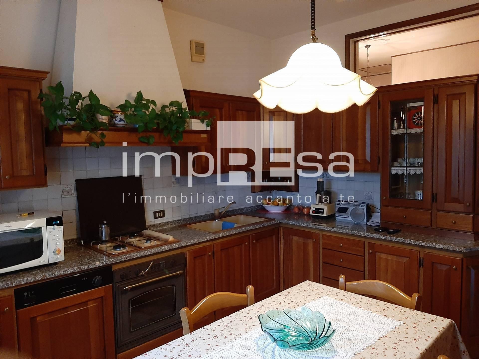 Appartamento in vendita a Paese, 6 locali, zona Località: Centro, prezzo € 170.000 | PortaleAgenzieImmobiliari.it