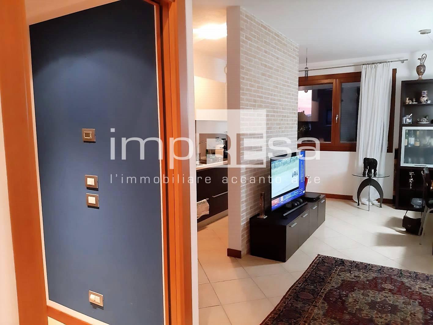 Appartamento in vendita a Conegliano, 6 locali, prezzo € 240.000   CambioCasa.it