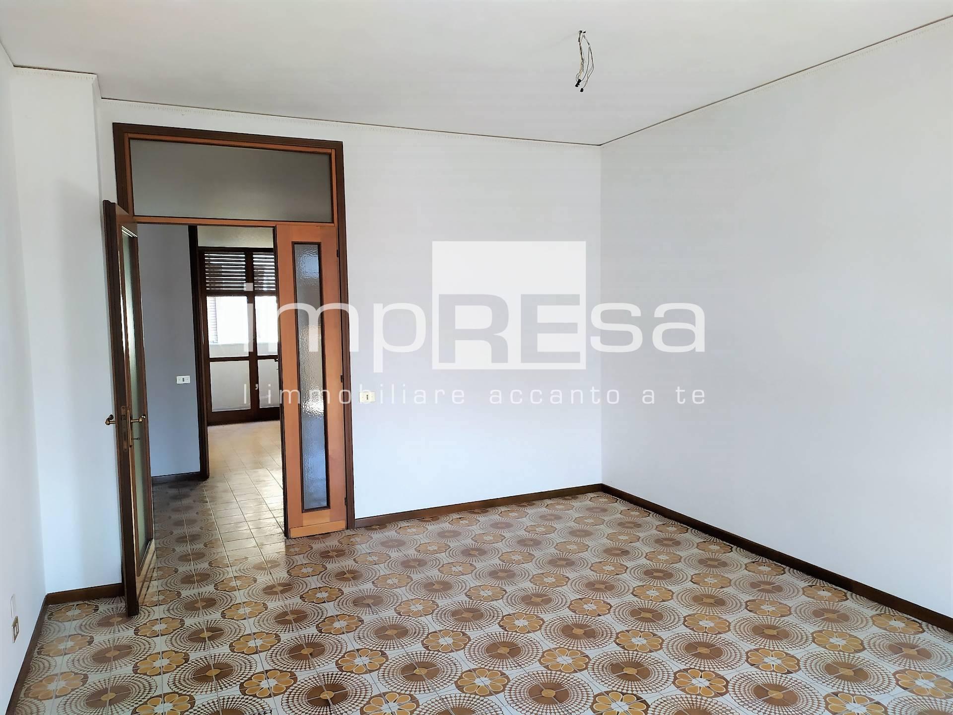 Appartamento in vendita a Conegliano, 6 locali, prezzo € 100.000   CambioCasa.it