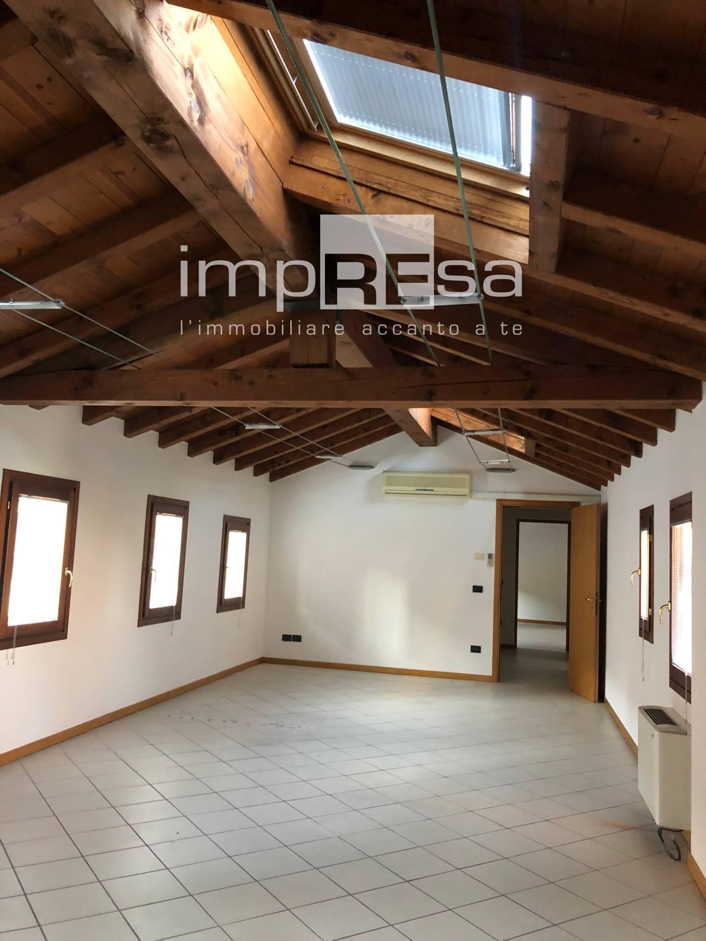 Ufficio / Studio in affitto a Casale sul Sile, 9999 locali, prezzo € 900 | CambioCasa.it