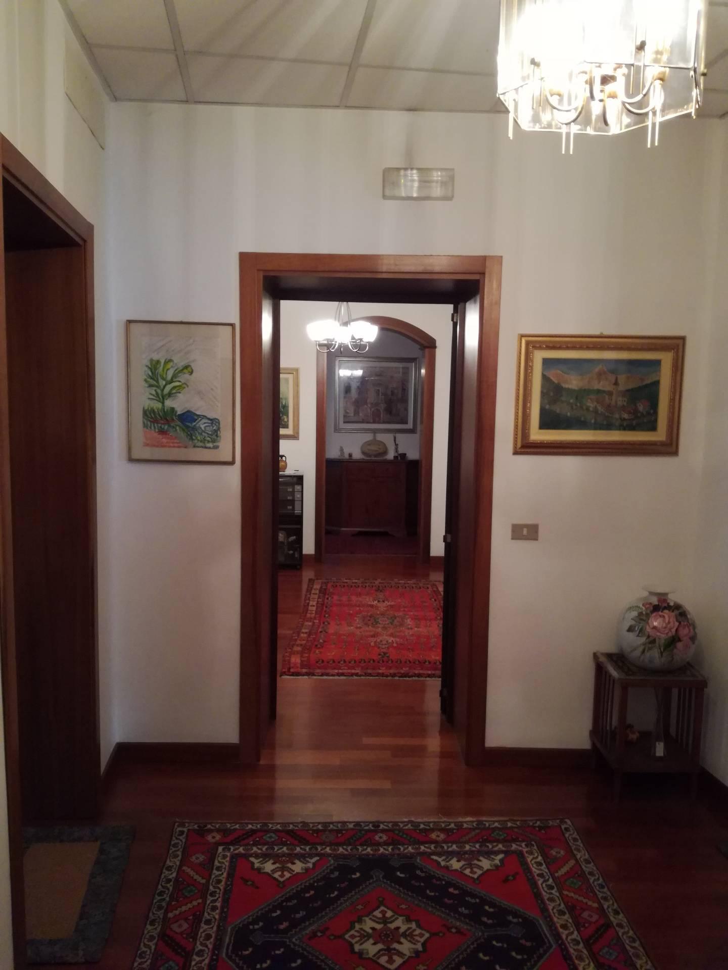 Appartamento in vendita a Conegliano, 10 locali, prezzo € 350.000   CambioCasa.it