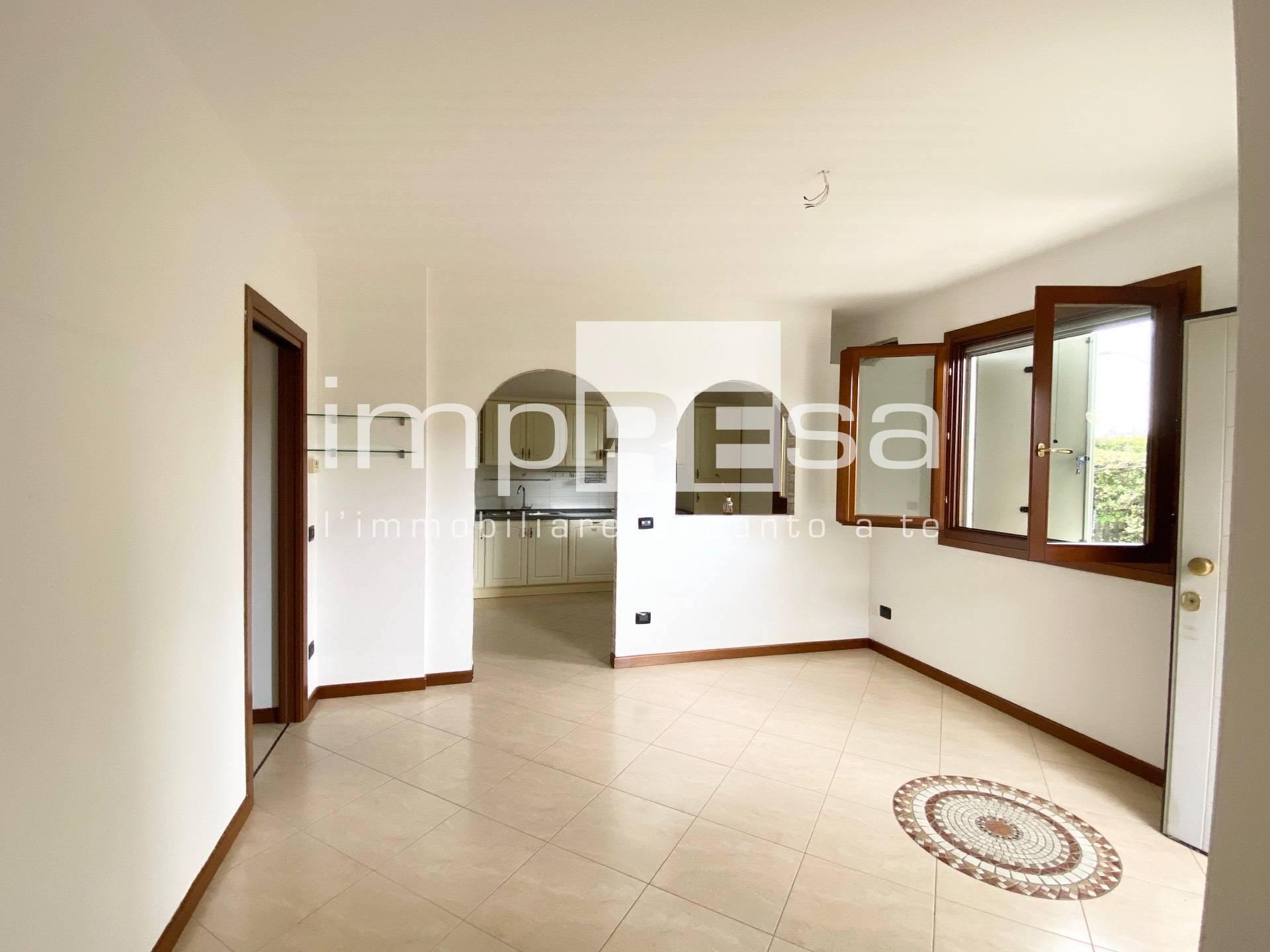 Appartamento in vendita a Spresiano, 5 locali, zona Località: Centro, prezzo € 135.000   CambioCasa.it