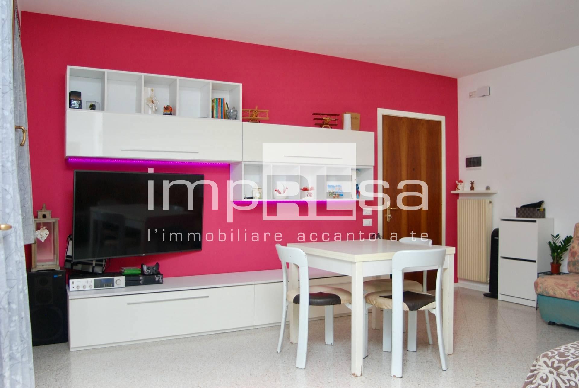 Appartamento in vendita a Spresiano, 6 locali, zona Località: Centro, prezzo € 135.000 | CambioCasa.it