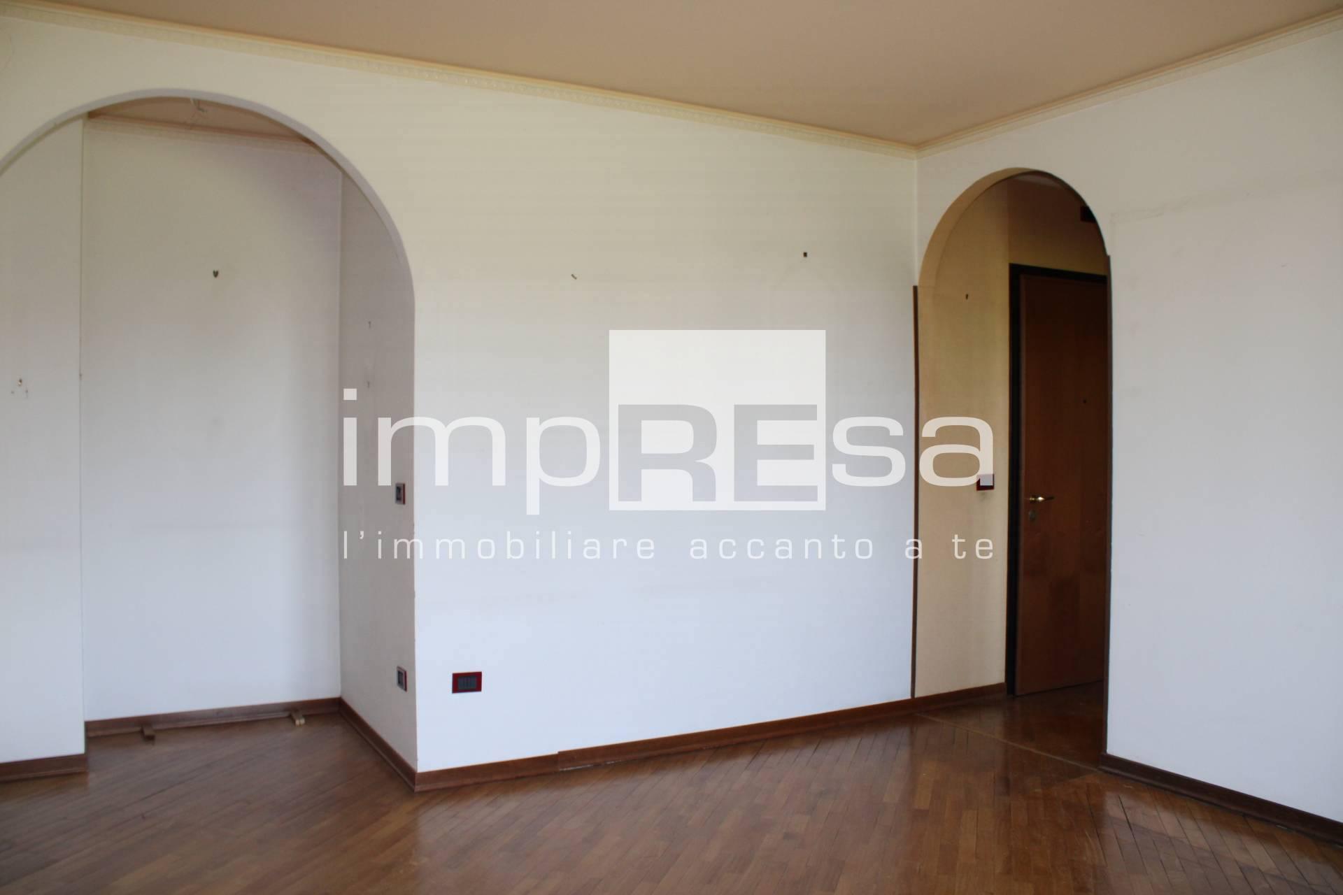 Appartamento in vendita a Conegliano, 4 locali, prezzo € 120.000   CambioCasa.it