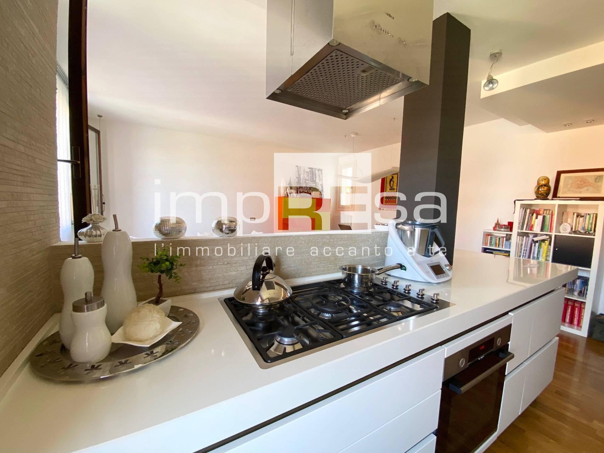 Appartamento in vendita a Spresiano, 6 locali, zona Località: Centro, prezzo € 127.000 | CambioCasa.it