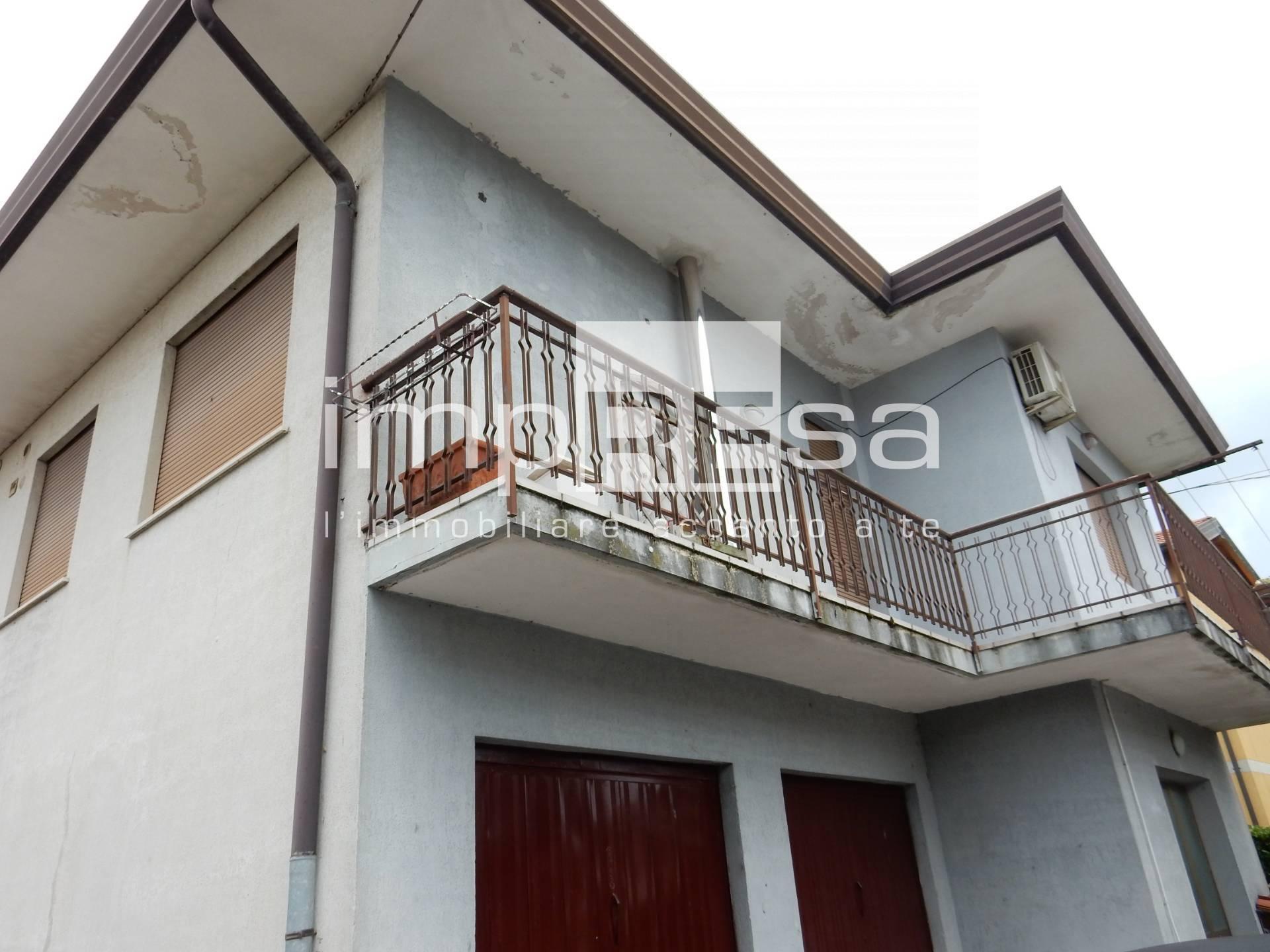 Appartamento in vendita a Paese, 4 locali, zona Località: Centro, prezzo € 77.000 | PortaleAgenzieImmobiliari.it