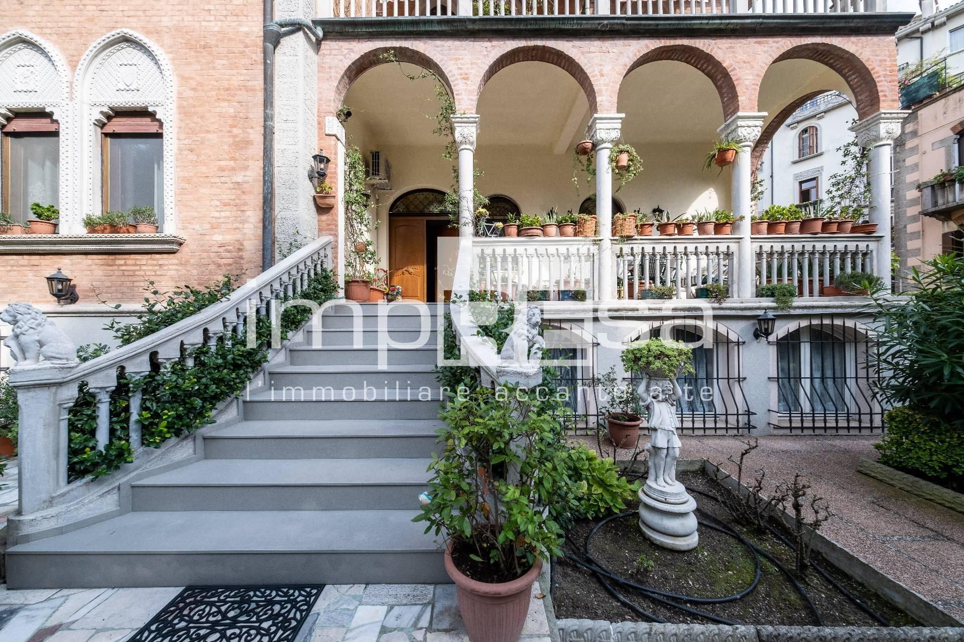 Appartamento in vendita a Venezia, 10 locali, zona Località: LidodiVeneziacentro, prezzo € 990.000 | PortaleAgenzieImmobiliari.it