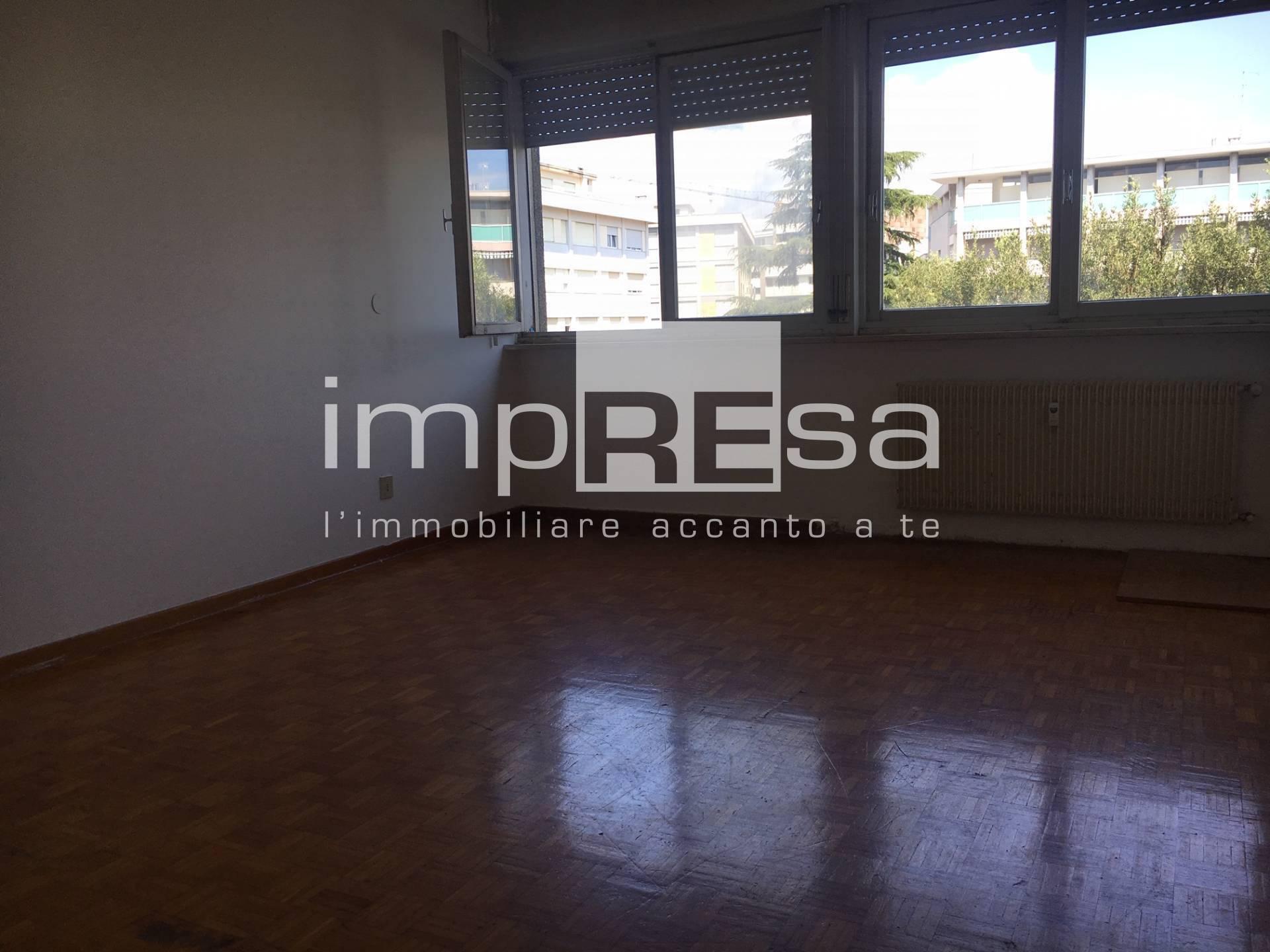 Appartamento in vendita a Pordenone, 7 locali, zona ro, prezzo € 128.000 | PortaleAgenzieImmobiliari.it