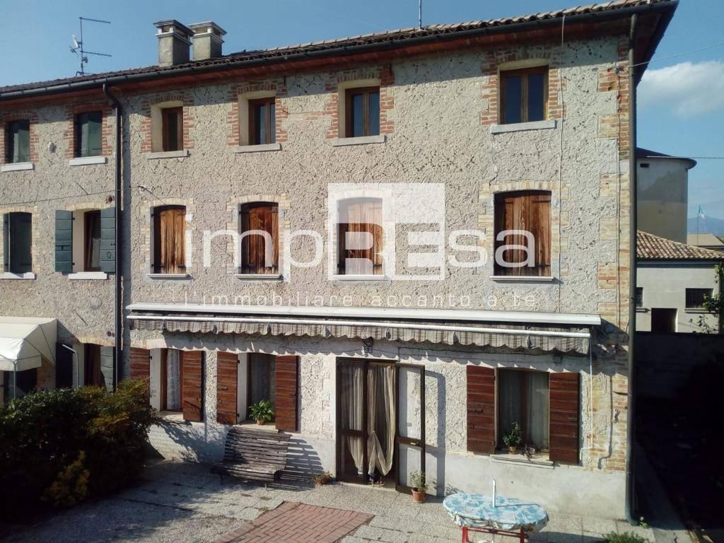 Villa Bifamiliare in vendita a Sernaglia della Battaglia, 8 locali, zona Zona: Fontigo, prezzo € 95.000   CambioCasa.it