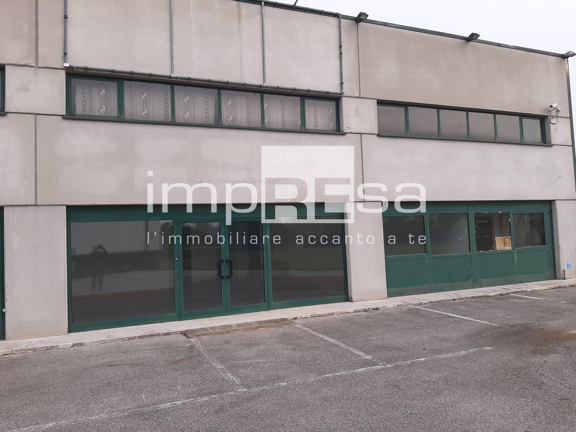 Capannone in vendita a Paese, 9999 locali, zona Zona: Padernello, prezzo € 97.000 | CambioCasa.it