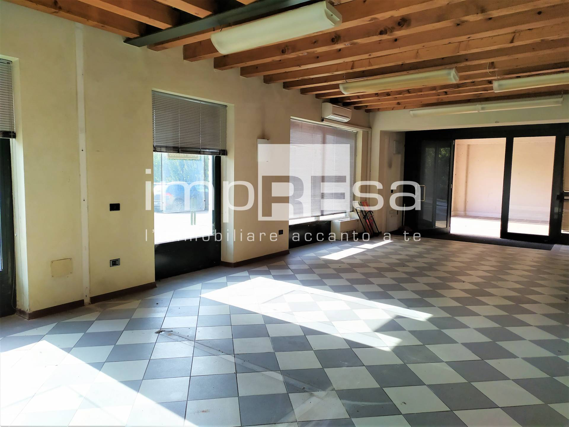Negozio / Locale in vendita a Pieve di Soligo, 9999 locali, zona Zona: Barbisano, prezzo € 260.000 | CambioCasa.it