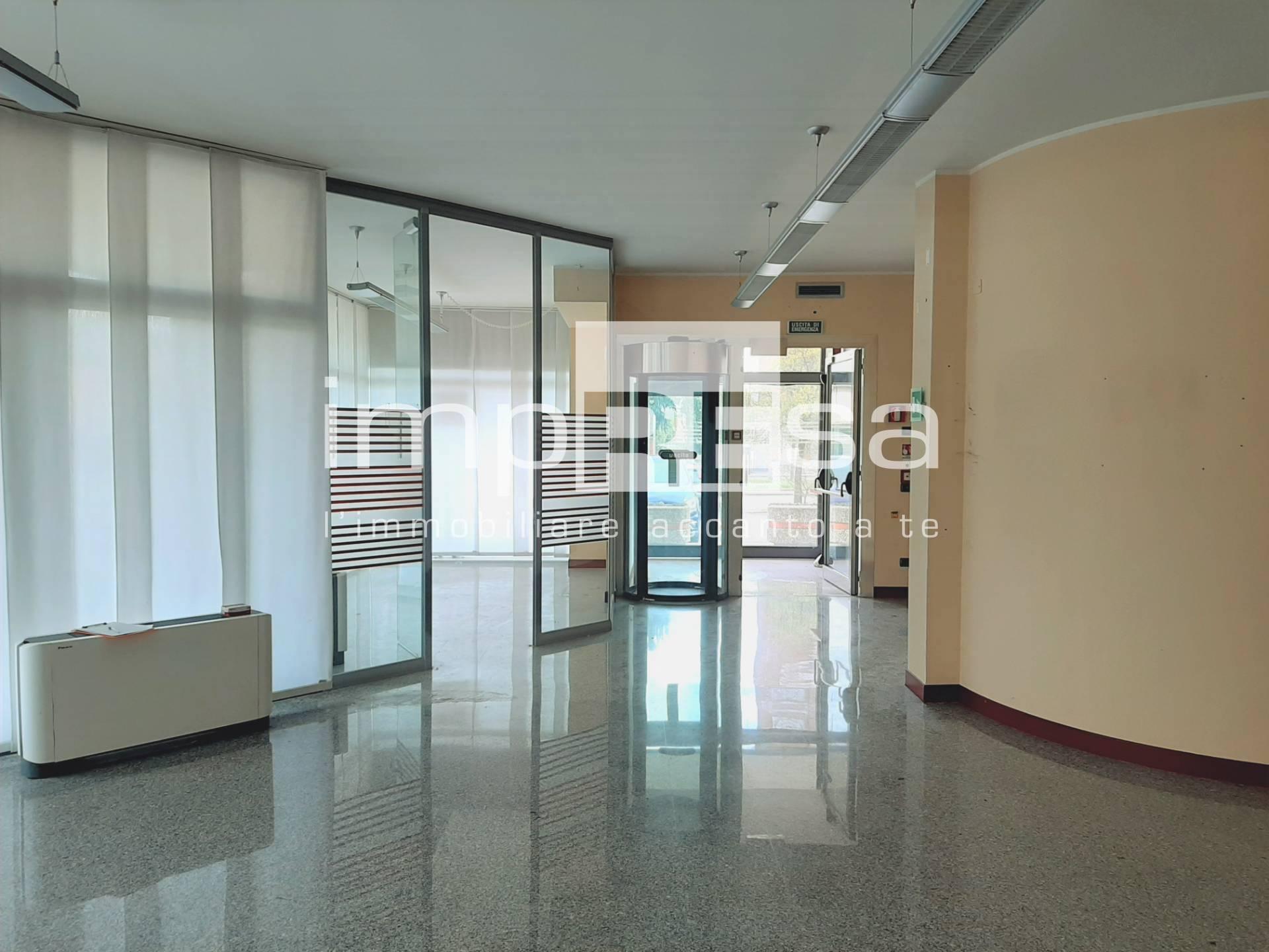 Negozio / Locale in affitto a Treviso, 9999 locali, zona useppe, prezzo € 1.800   PortaleAgenzieImmobiliari.it