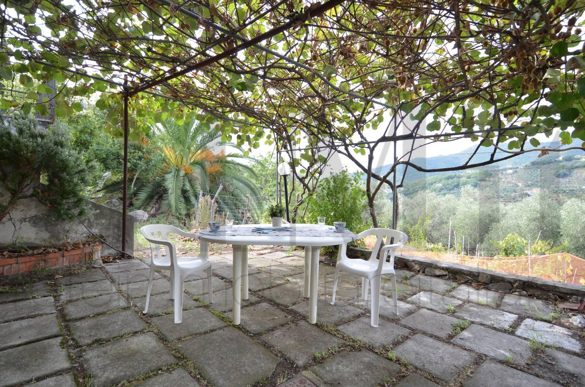 Appartamento in vendita a Moneglia, 4 locali, prezzo € 60.000 | Cambio Casa.it