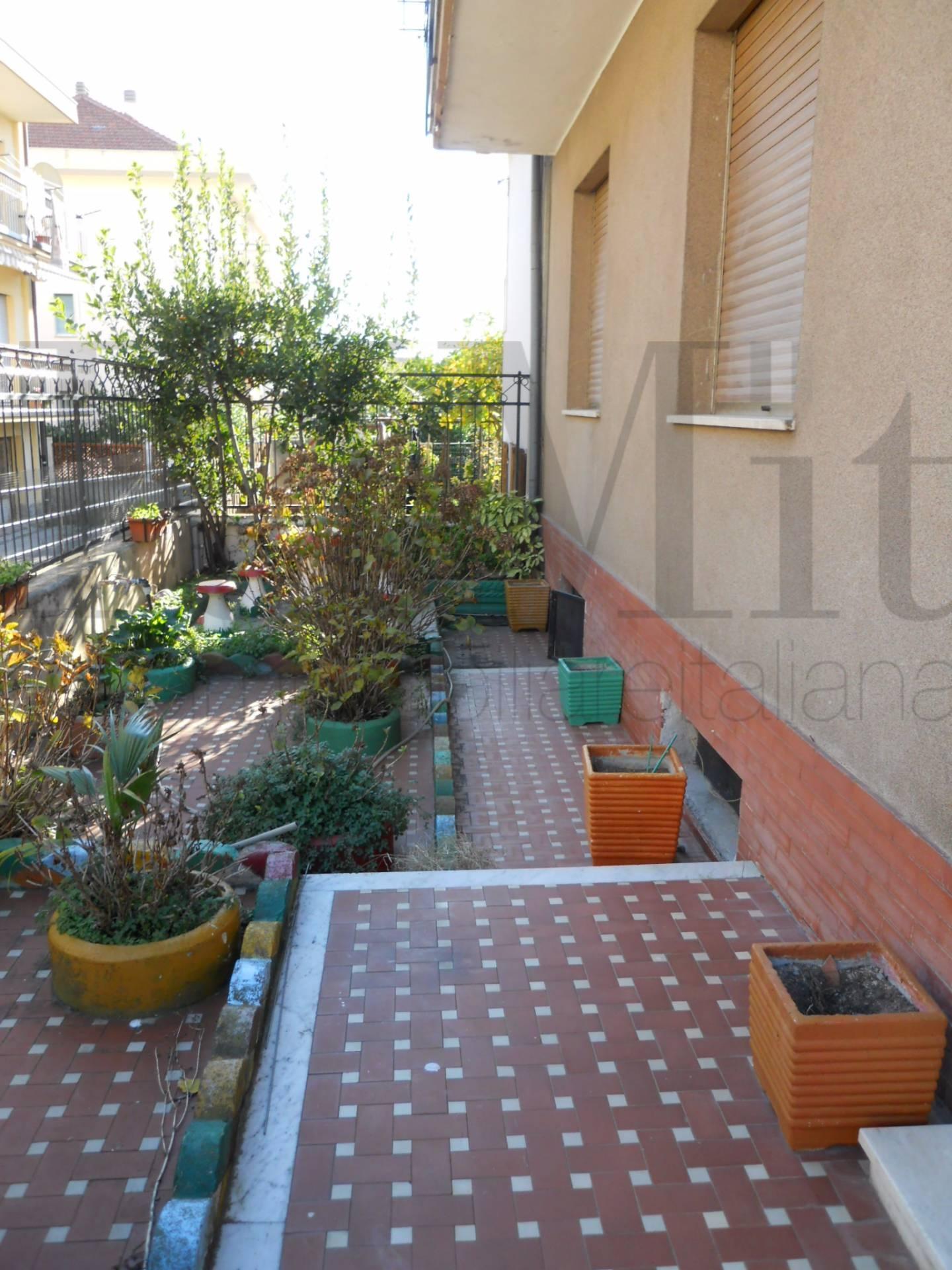 Villa in vendita a Loano, 10 locali, zona Località: ZonaPoeti, prezzo € 479.000 | CambioCasa.it