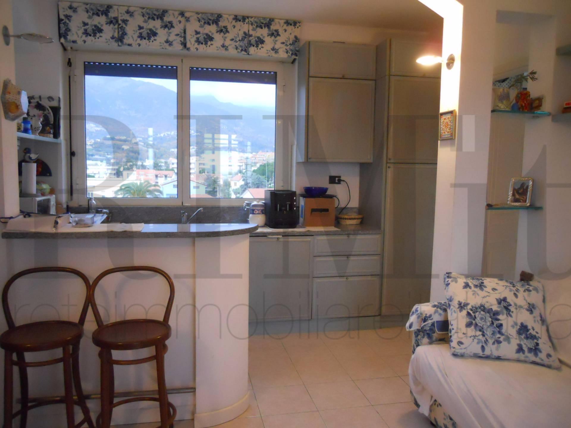 Appartamento in vendita a Loano, 2 locali, prezzo € 380.000 | CambioCasa.it