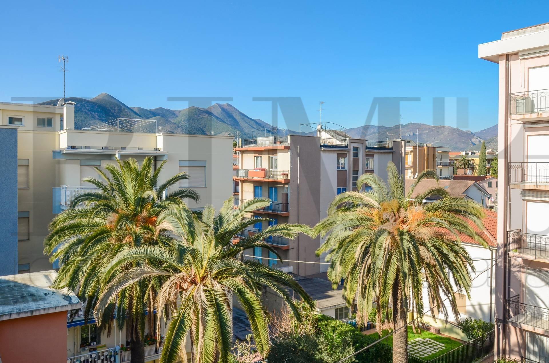 Appartamento in vendita a Loano, 3 locali, prezzo € 315.000 | CambioCasa.it