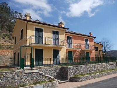 Villetta Bi-trifamiliare in Vendita a San Colombano Certenoli
