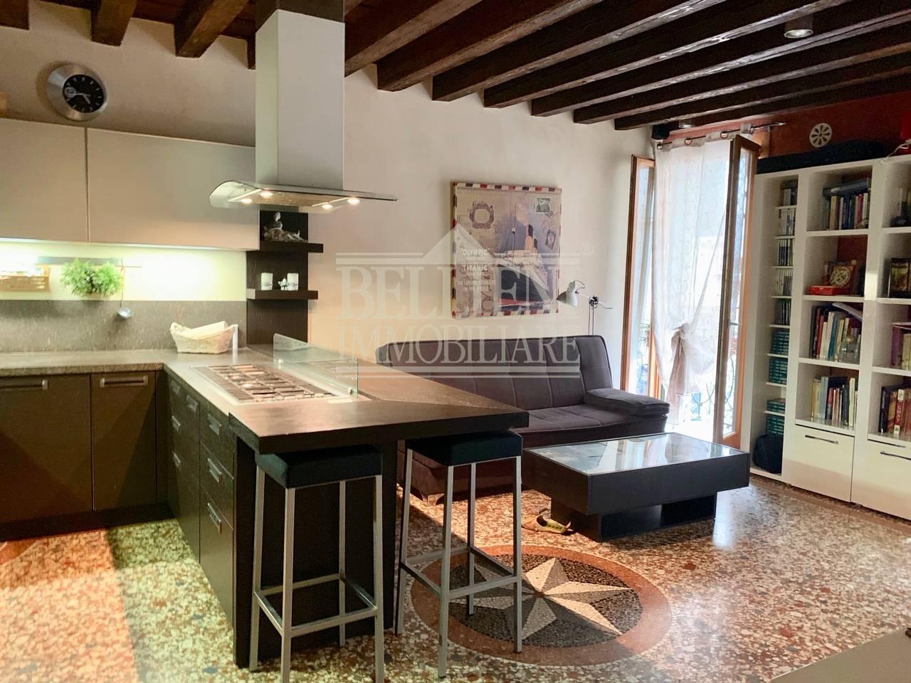 Appartamento in vendita a Vicenza, 3 locali, zona Località: Centrostorico, prezzo € 290.000 | CambioCasa.it